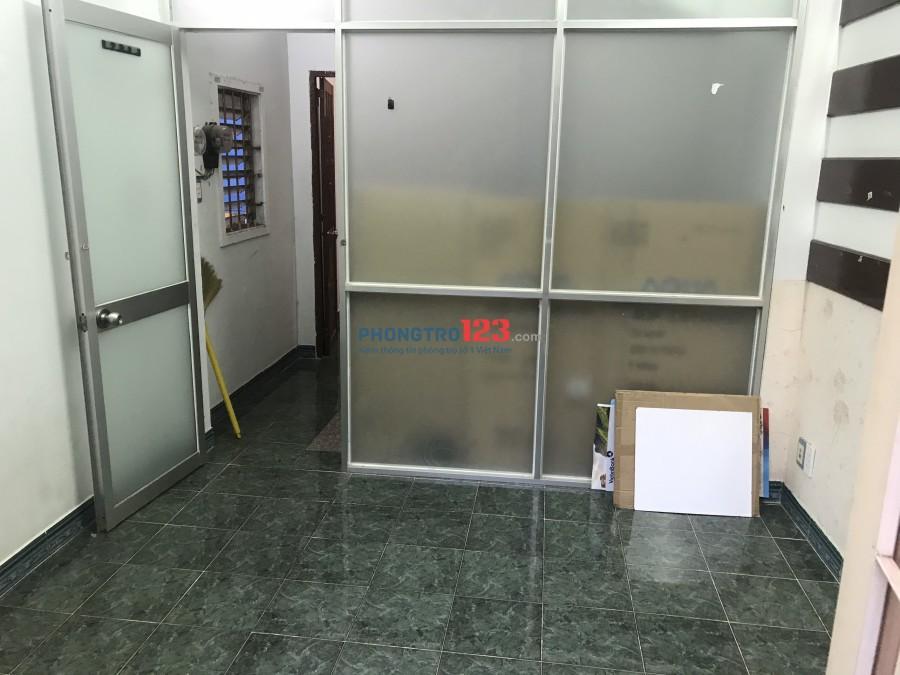 Cho thuê phòng 18m2 ngay trung tâm Q.3 gần chợ Bàn Cờ, Nguyễn Đình Chiểu. Giá từ 3tr/tháng
