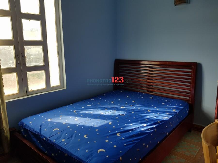 Phòng VIP Trần Bá Giao đủ tiện nghi, cửa sổ lớn thoáng mát. Giá 2tr6