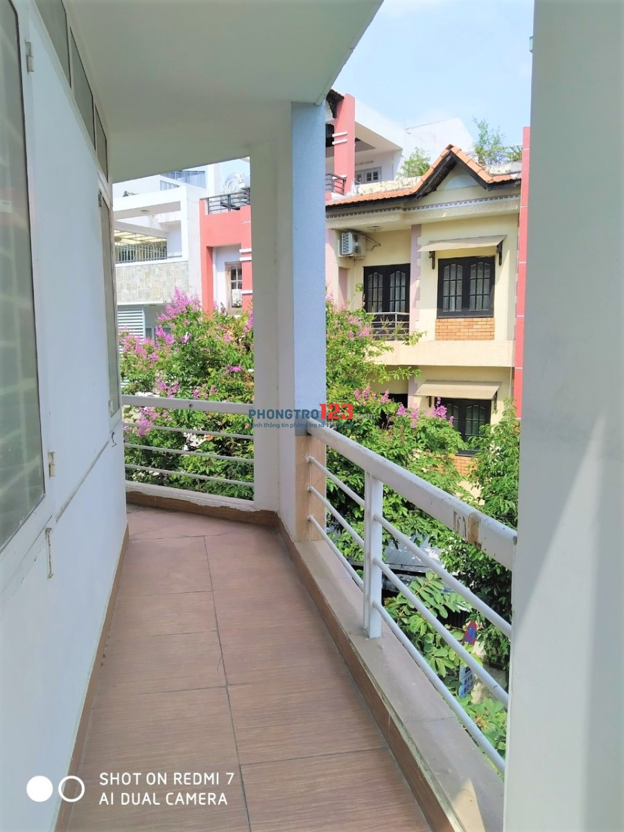 Phòng Ban công thoáng, trước khuôn viên nhiều cây xanh-KDC Trung.Sơn gần Lotte Q7, cầu Nguyễn văn Cừ Q1
