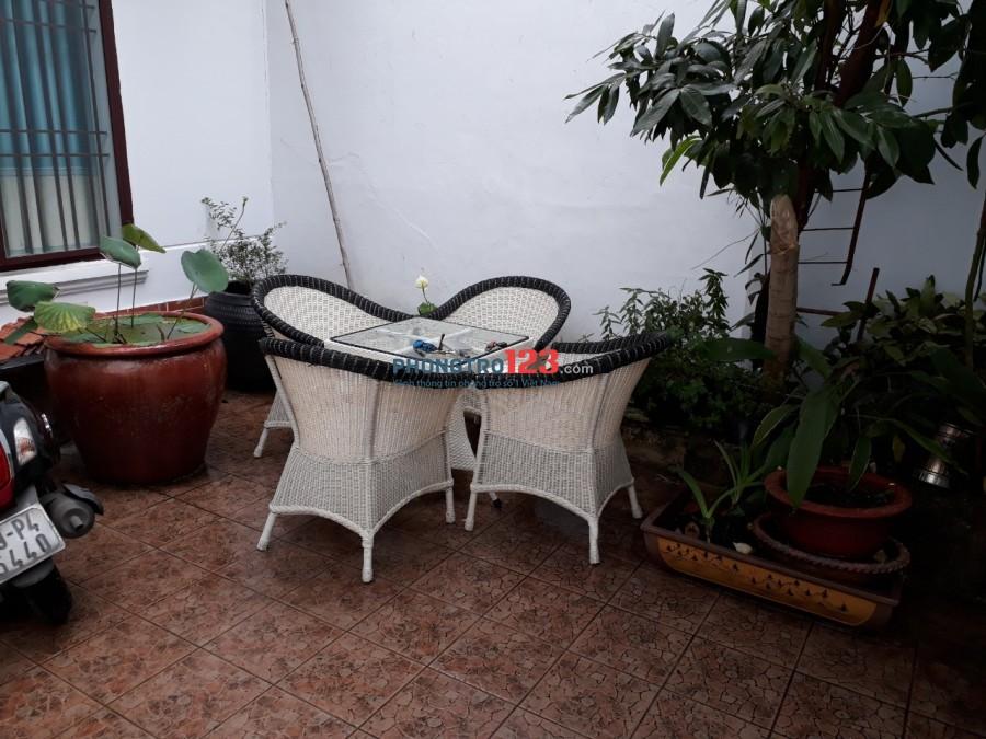 Phòng nhà biệt thự, cửa sổ thoáng mát. Miễn phí: Wifi, cáp Tivi. Tự do giờ giấc 58/96/3 Phan Chu Trinh, P.24, Q.BT