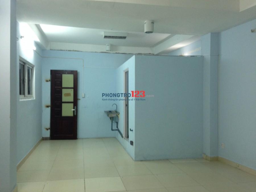 Phòng rộng đẹp như Căn Hộ MT 68A Phan Đăng Lưu, P. 5, Q. Phú Nhuận, DT: 35m2 - có BAN CÔNG - Thang Máy, Máy Giặt