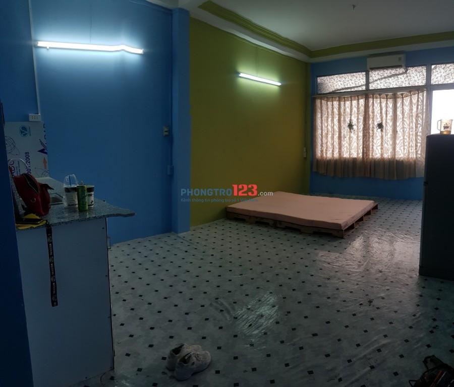 Phòng cho thuê mặt tiền139 Xuân Hồng 40m2 4tr/th ban công bếp cửa sổ ,wc riêng giờ tự do 09339012710