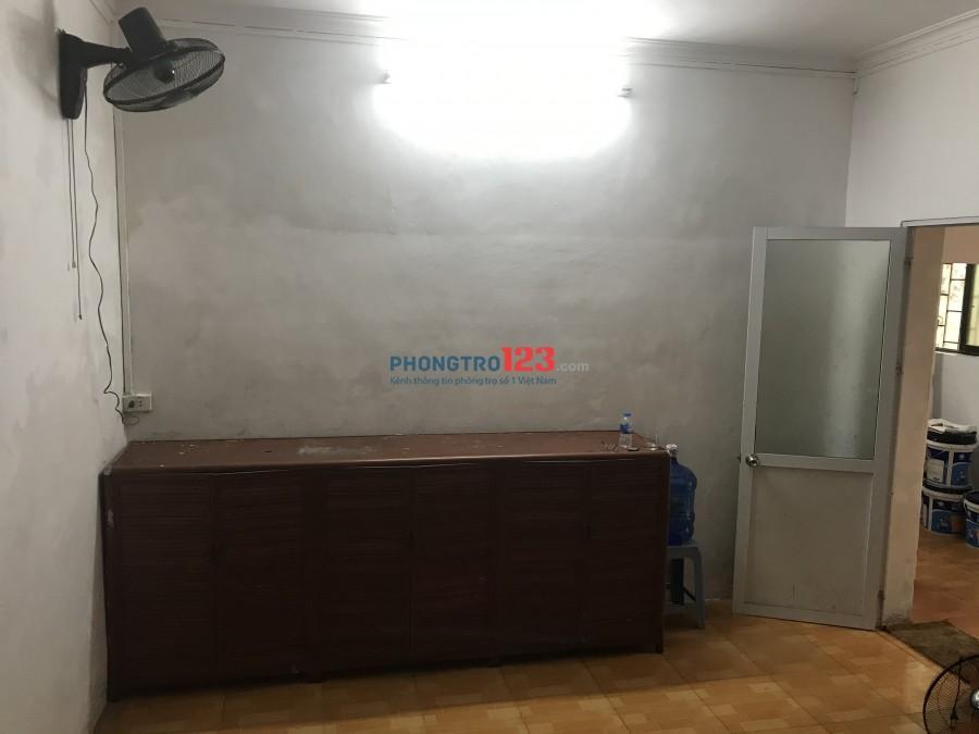 Cho thuê phòng Nhà 52 ngõ 79, Phố Cầu Giấy, Hà Nội. Phòng đầy đủ tiện nghi riêng biệt, phòng có cửa
