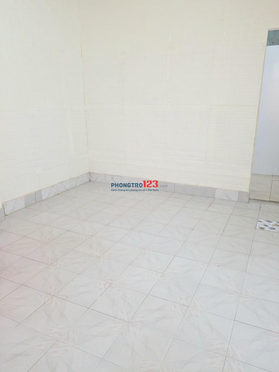 Thanh Xuân, nhà 32m2, 3 phòng, 1 gác xép, sân rộng, gần trung tâm
