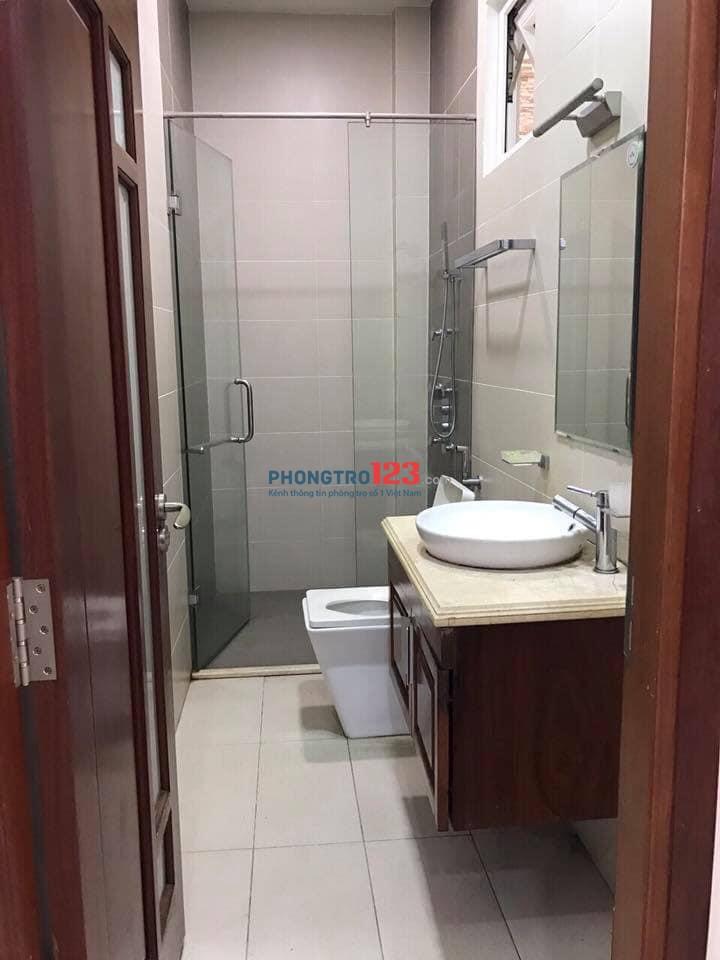Phòng cho thuê sạch sẽ đẹp có bancon Toalet trong phòng