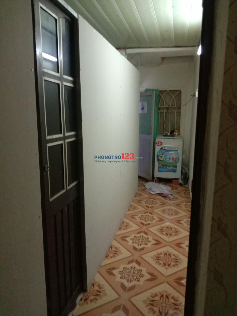 Phòng lầu 1, phòng trệt wc xài chung 2 phong, giá 1,3tr dt 8m, bờ kè Hoàng sa