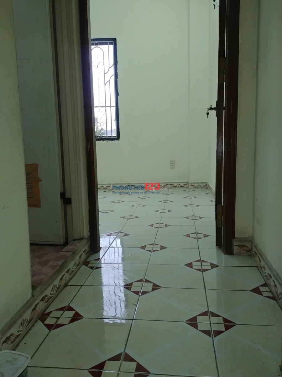 Phòng cửa sổ thoáng mát , giờ tự do gần Chấn Hưng