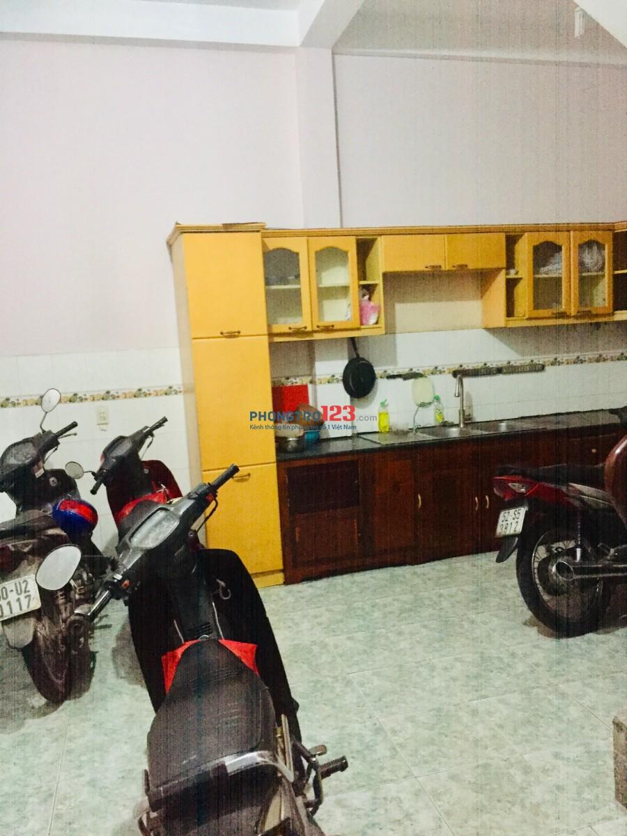 Cho thuê phòng trung tâm Q10, có máy lạnh 2tr/tháng