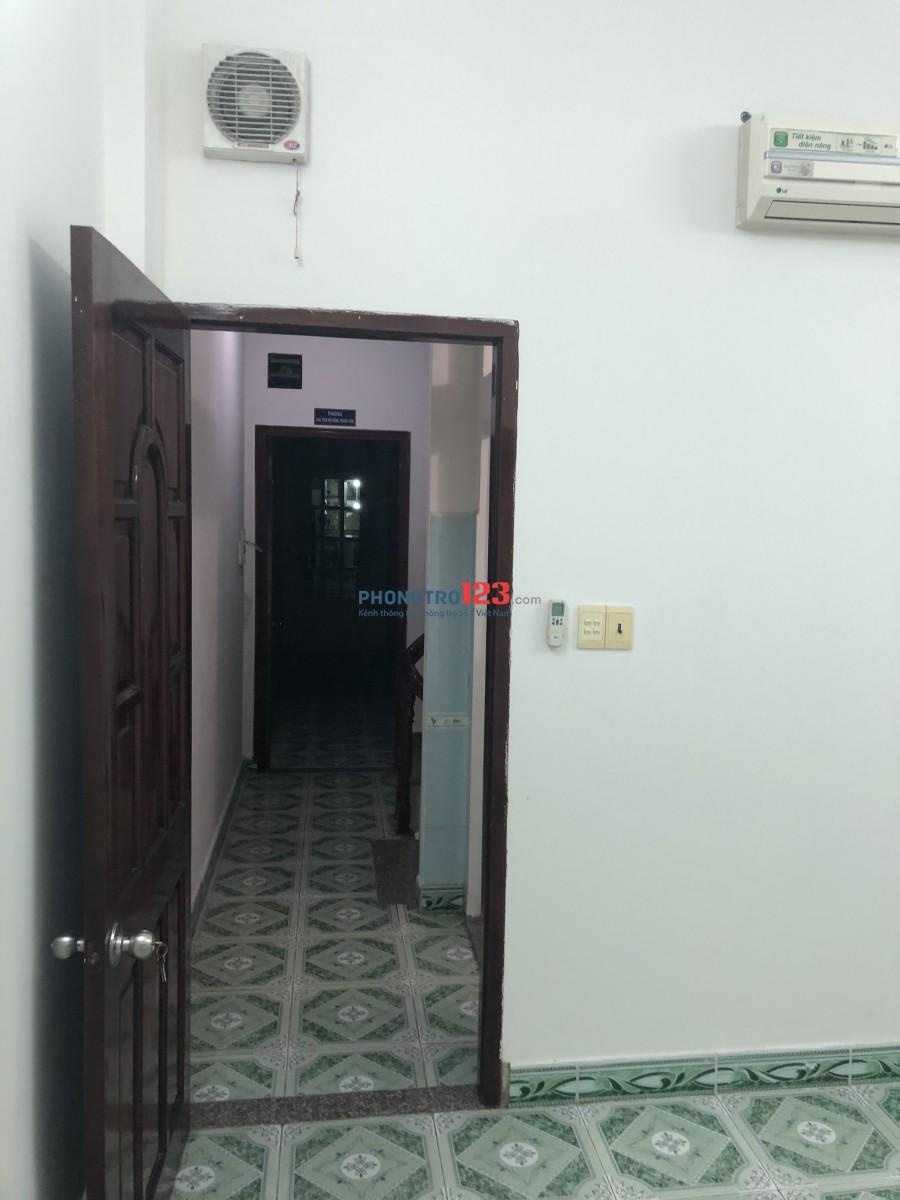 Nhà mặt tiền ngã 3 Trần Văn Danh giao Hoàng Hoa Thám 1 trệt, 2 lầu, 3WC, 4PN, có sẵn 4 máy lạnh mới