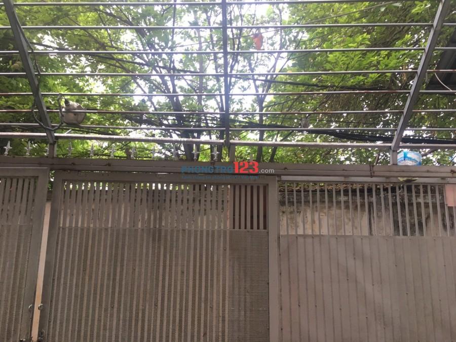 Phòng lớn gần 40m2 ban công view rất đẹp và yên tĩnh gần 554 Cộng Hòa