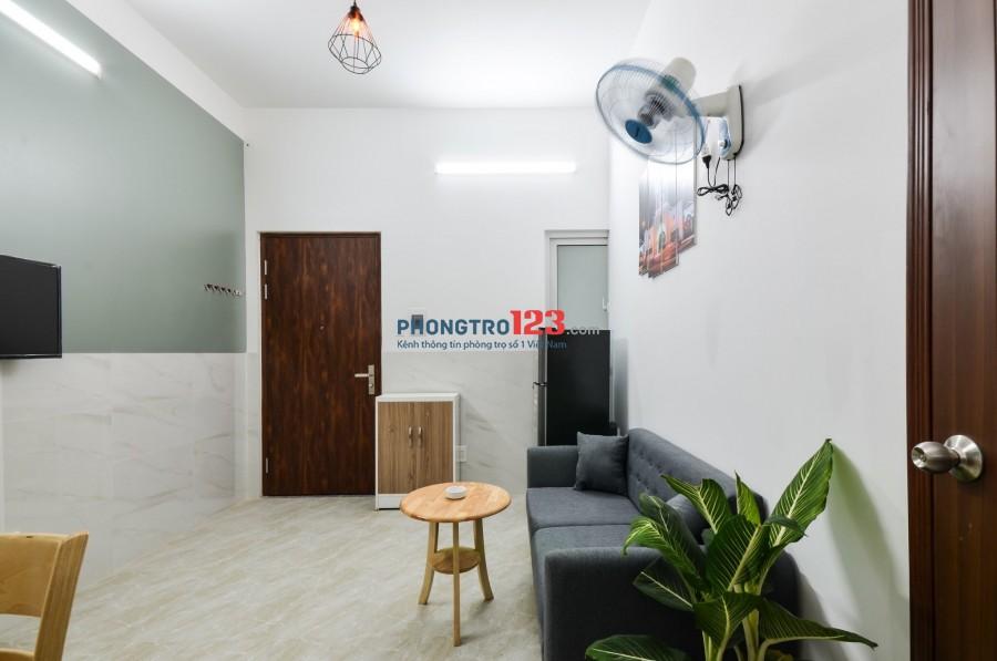 Cho thuê căn hộ dịch vụ 1 phòng ngủ riêng ngay Etown Cộng Hòa, Tân Bình