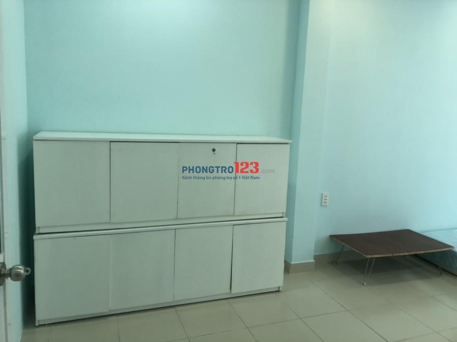 Cho thuê tầng 1, DT 40m2: bếp, máy giặt, máy lạnh, tủ lạnh, nệm, nước nóng năng lượng. Giờ tự do