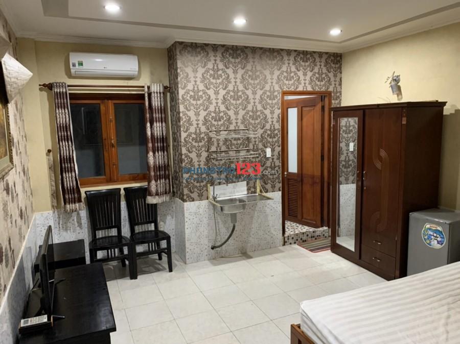 Phòng rộng 45m2 2 giường ngủ đầy đủ tiện nghi, cửa sổ, thang máy, giờ giấc tự do, ngay trung tâm Phú Nhuận