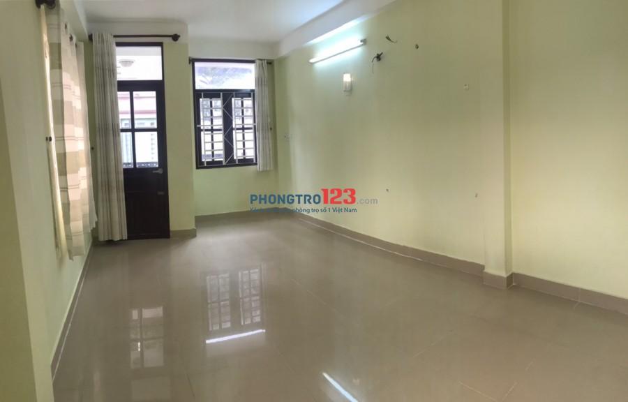 Cho thuê phòng 34m2 bao điện nước tại hẻm 1054 CMT8, P.4, Q.Tân Bình. Giá 4tr/th