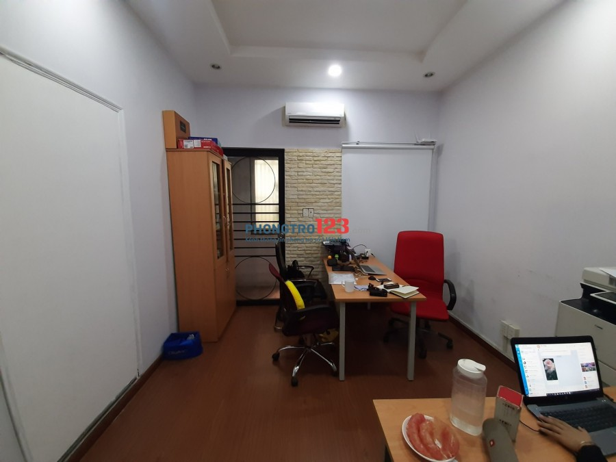 Cho thuê văn phòng 35m2 có 2 phòng làm việc tại 436A/71 Đường 3/2, P.12, Q.10. Giá 12tr/th