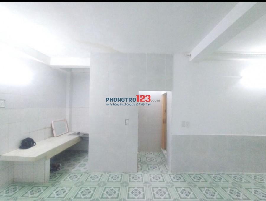 Cho thuê nhà nguyên căn 4x13 1 trệt 2 lầu gần Cầu Bông, Quận Bình Thạnh, giá 13tr/tháng