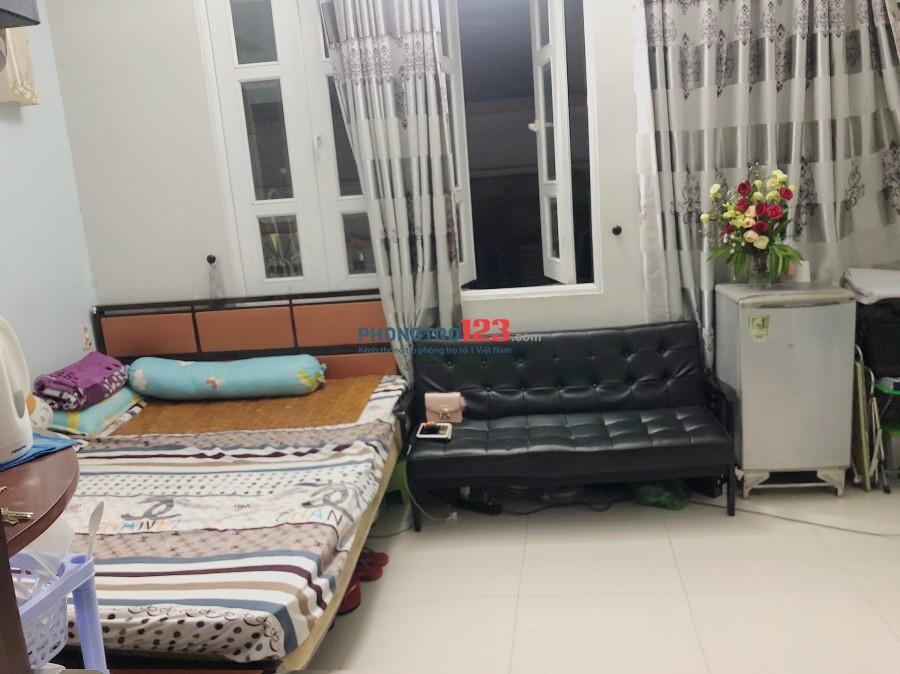 Cần 1 nữ ở ghép 2tr/tháng, nhà sạch sẽ đầy đủ nội thất, trung tâm Q.1