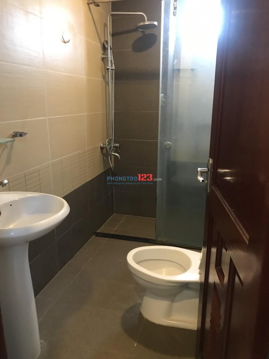 Cho thuê căn hộ đầy đủ nội thất cao cấp nhà mặt tiền 246A Lạc Long Quân, P.10, Q.11. Giá 5tr/th