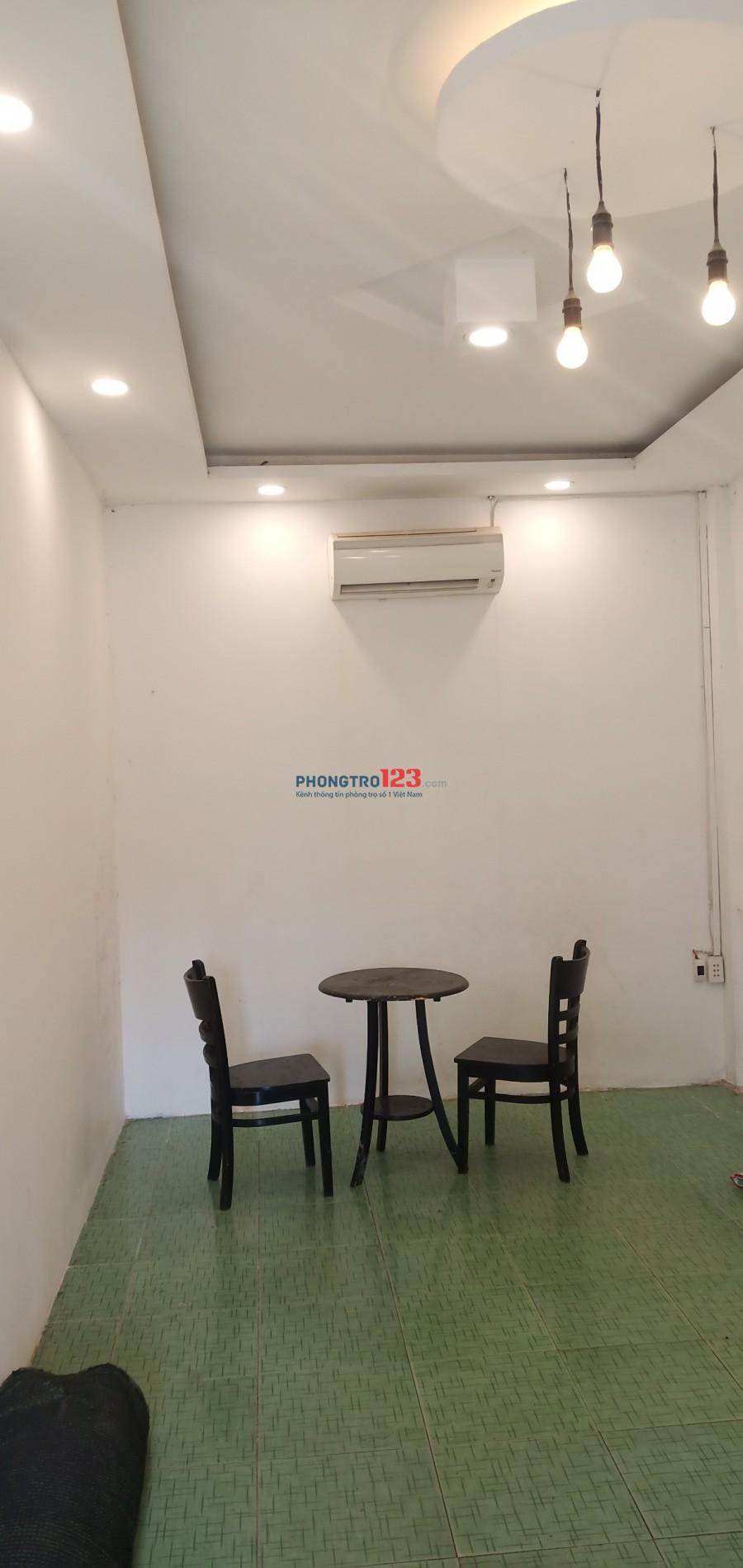 Cho thuê trọ 20m2 máy lạnh, bàn ghế, tân phú
