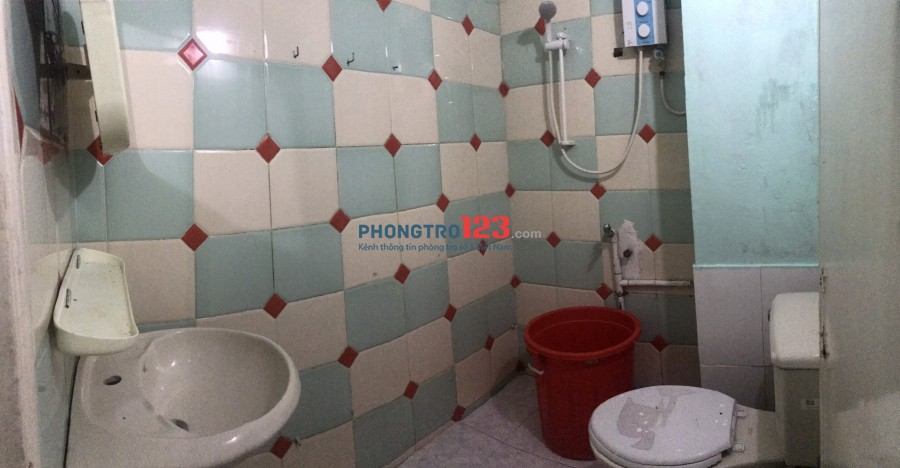 Cho thuê phòng 20m2 wc riêng giờ giấc tự do nhà mặt tiền 31 Trần Bình Trọng, P.1, Q.5. Giá 2tr/th