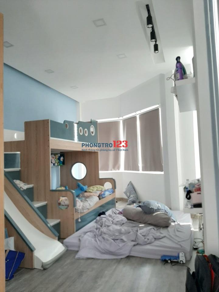 Nhà cho thuê nguyên căn 4 tầng ngay Bàu Cát 1. Diện tích 4x11,5m giá thuê 12 triệu/tháng (hổ trợ giảm giá 2 tháng đầu)