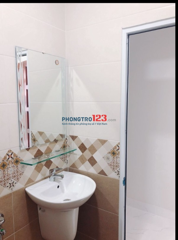 Cho thuê nhà 1 trệt 2 lầu sân thượng 120m2 4pn tại Đoàn Văn Bơ P16 Q4 giá 14,5tr/th