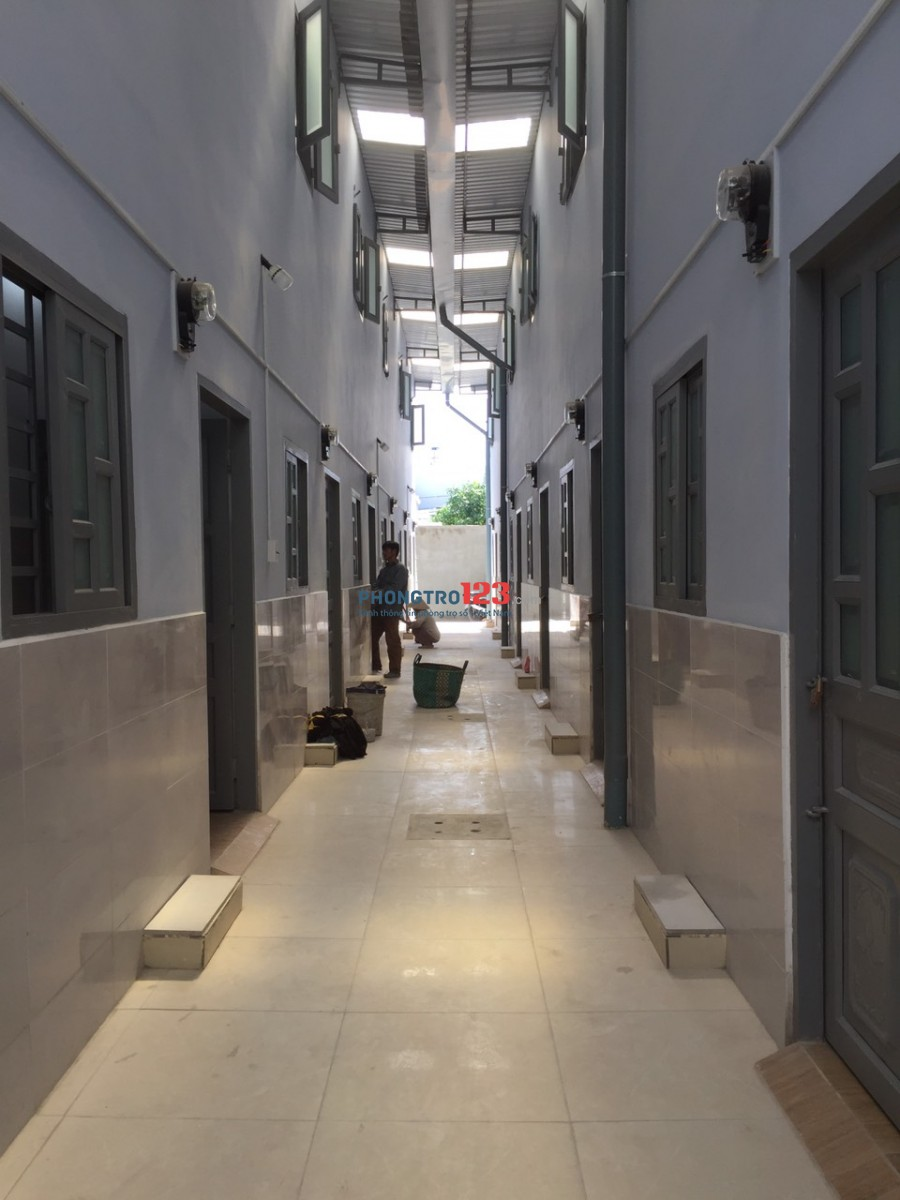 Phòng trọ ngay ngã tư Bình Triệu, DT 30m2, trệt lầu, giá 3,5 triệu.