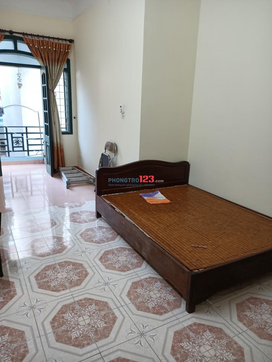 Cho thuê tầng 3 rộng 30m gần Royal City