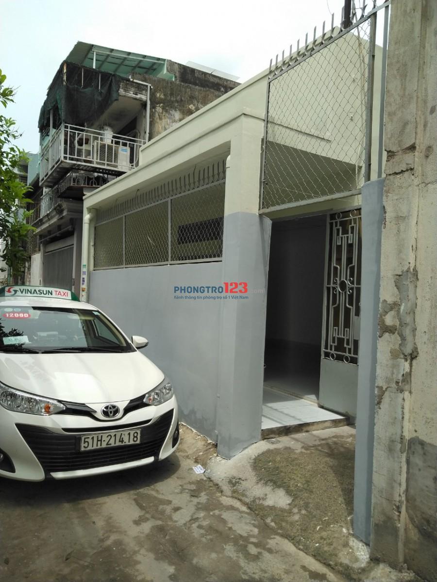 Nhà cấp 4 cho thuê nguyên căn tại đường Hồ Bá Phấn - Phước Long A . Q.9
