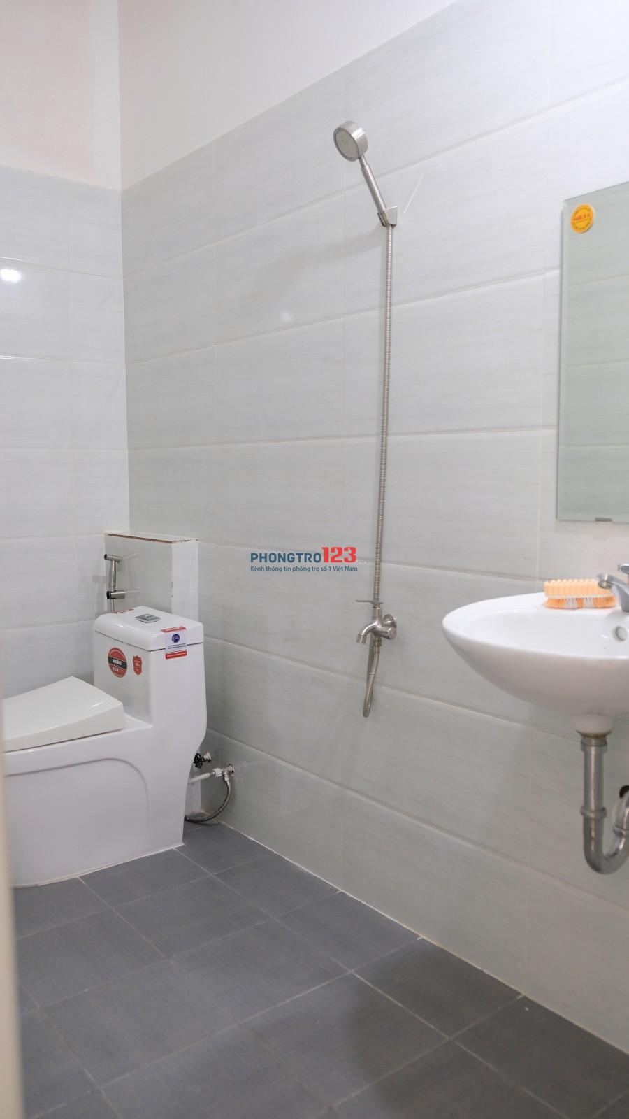 Phòng đầy đủ nội thất mặt tiền Phạm Văn Hai