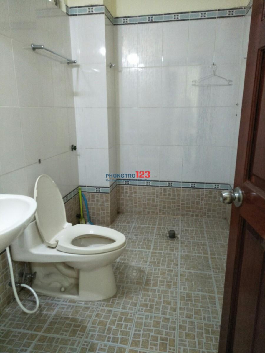 Cho thuê phòng sạch sẽ, có máy lạnh, ban công thoáng mát, 35m2 giá chỉ 4,9tr/tháng đường Bạch Đằng