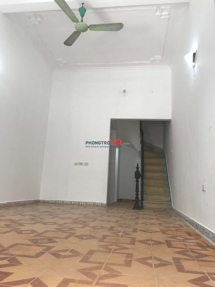 Cho thuê một căn nhà 3 tầng làm văn phòng, nhà ở