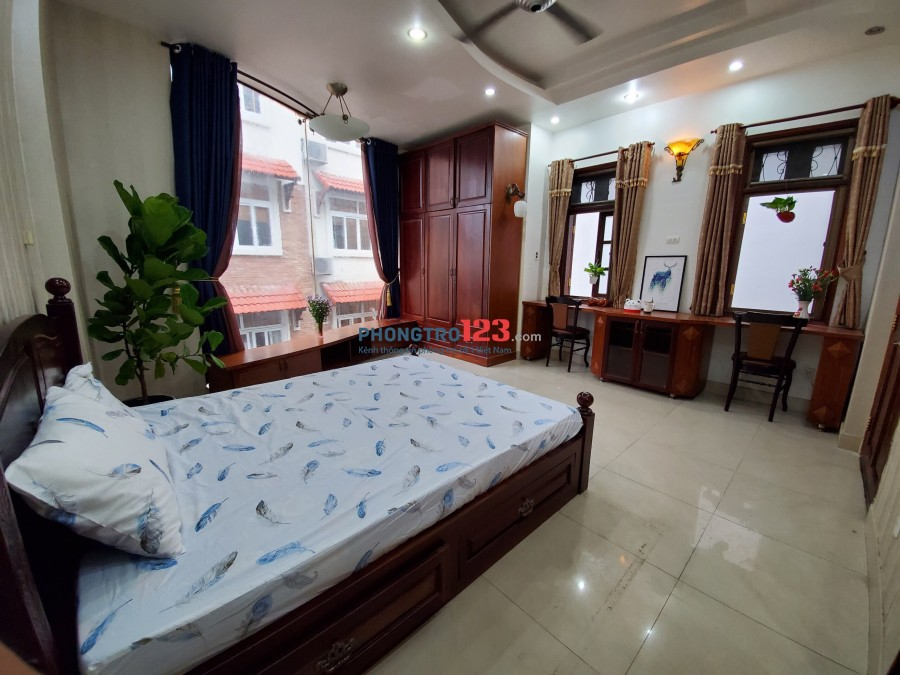 Phòng mới, Nội thất sịn sò. Phòng có cửa sổ ban công, DT 30m2