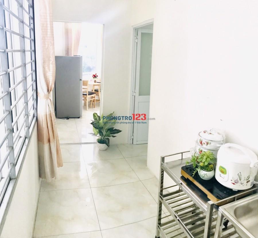 Căn hộ 2 phòng ngủ riêng biệt - ban công - bếp - thang máy đầy đủ quận Tân Bình