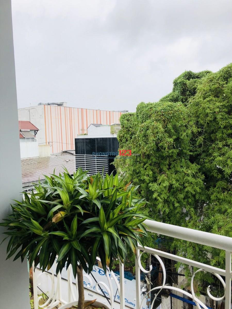 Cho thuê căn hộ dịch vụ 2 phòng ngủ, 50m2, tiện nghi ngay Big C Trường Chinh