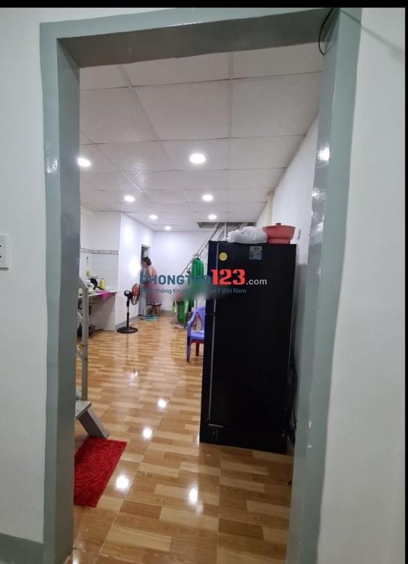 Cho thuê nhà nguyên căn 54m2 2pn gần cầu Tân Thuận đường Nguyễn Tất Thành Q4 Giá 8tr/th