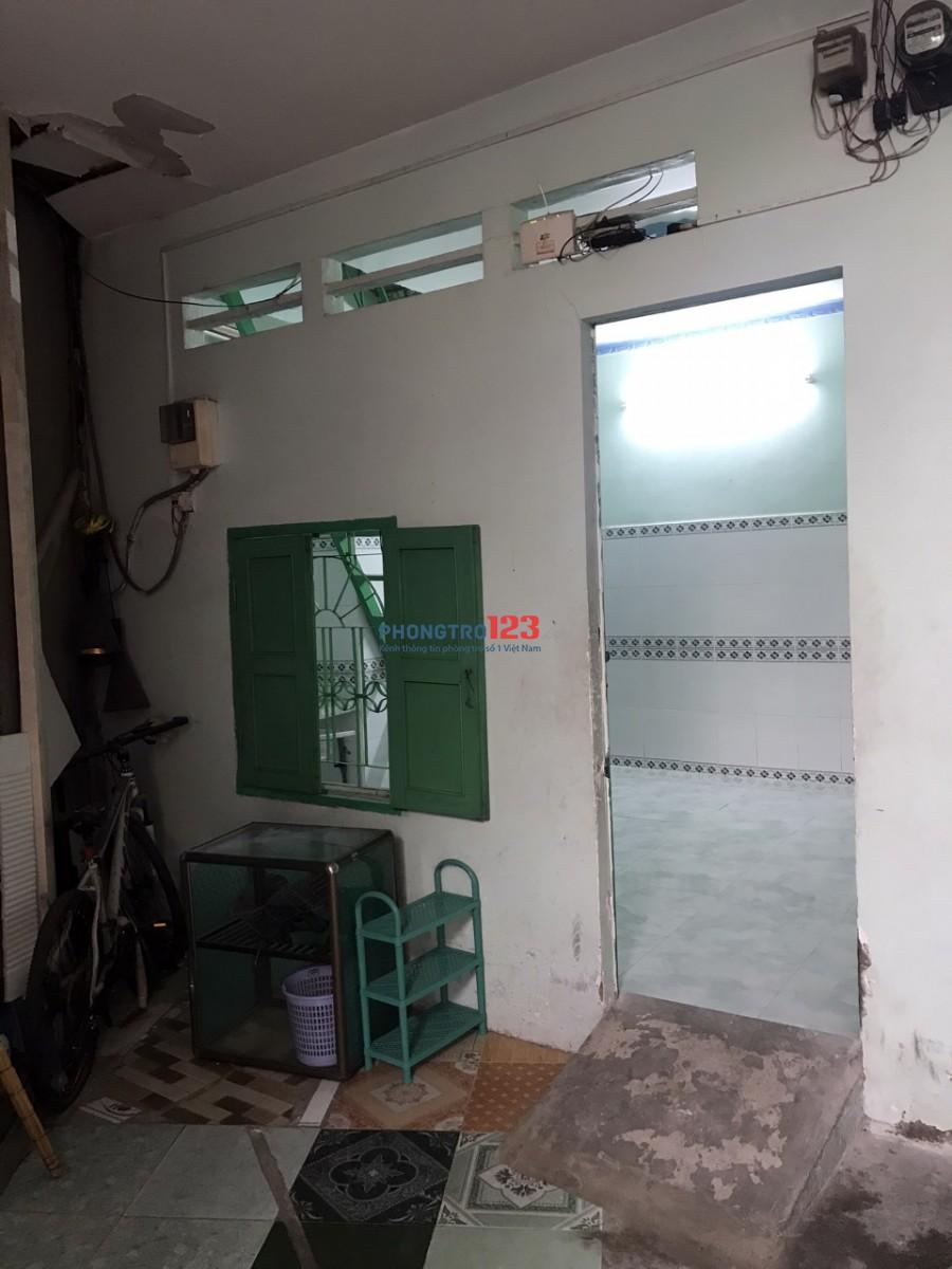 Cho thuê nhà 1 trệt 1 lầu DT 36m2 có máy lạnh có ban công giá rẻ LH : CHÚ DŨNG