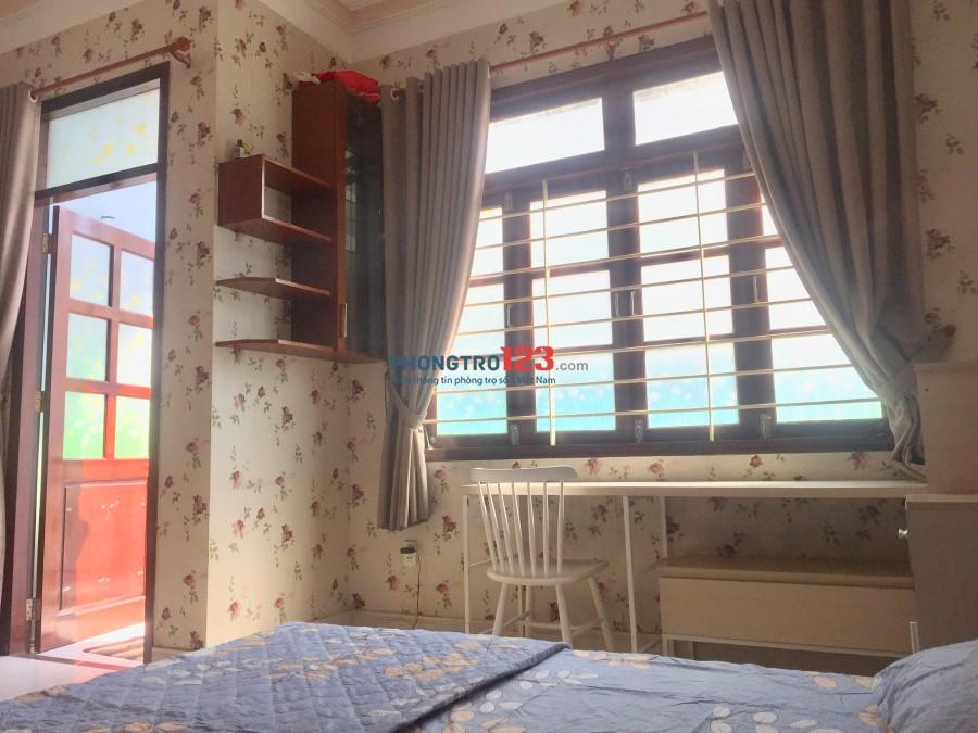 Phòng có ban công và cửa sổ lớn Q1-Gần BV Từ Dũ và phố Bùi Viện