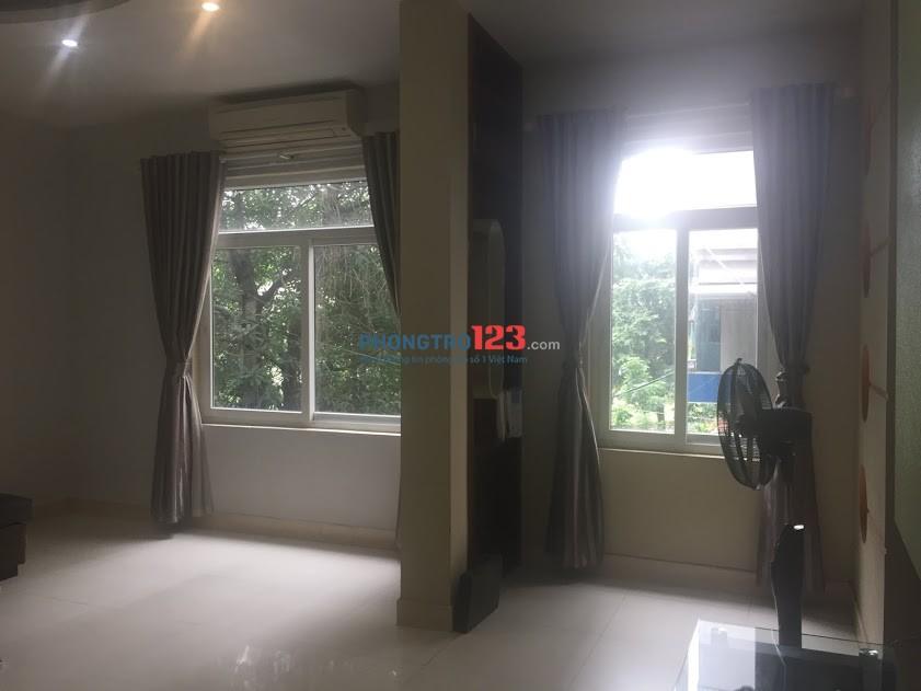 Q.1, Ngã 6 Phù Đổng, đủ nội thất, Phòng riêng hoặc tìm người ở gép 1.2Tr/người