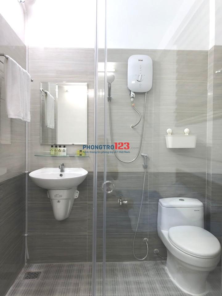 Phòng cho thuê tại Hoàng Minh Giám. Phòng mới sạch sẽ, có trang bị nội thất cơ bản.