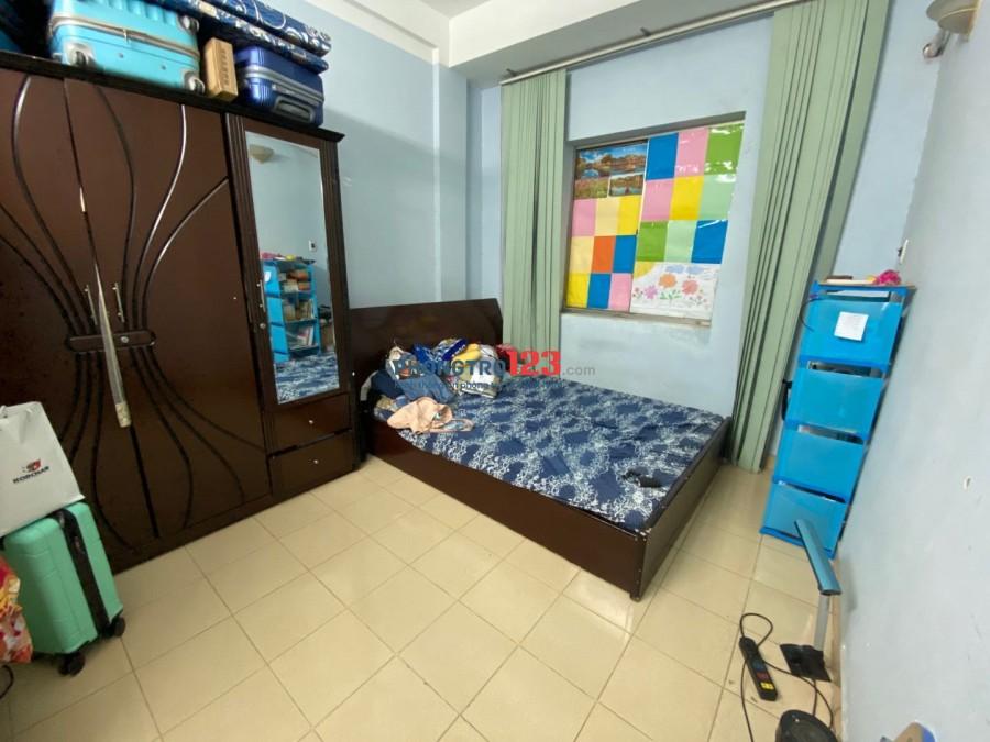 Share lại 1 phòng trong căn hộ 2 phòng ngủ chung cư Phạm Viết Chánh, giá 4,5tr. xem nhà liên hệ 0962188386 Nga