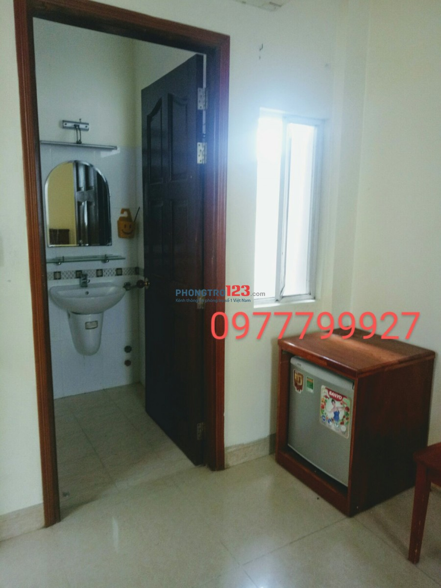 Phòng đầy đủ tiện nghi (máy lạnh, tủ lạnh, tivi, giường, nệm, tủ, bàn..)