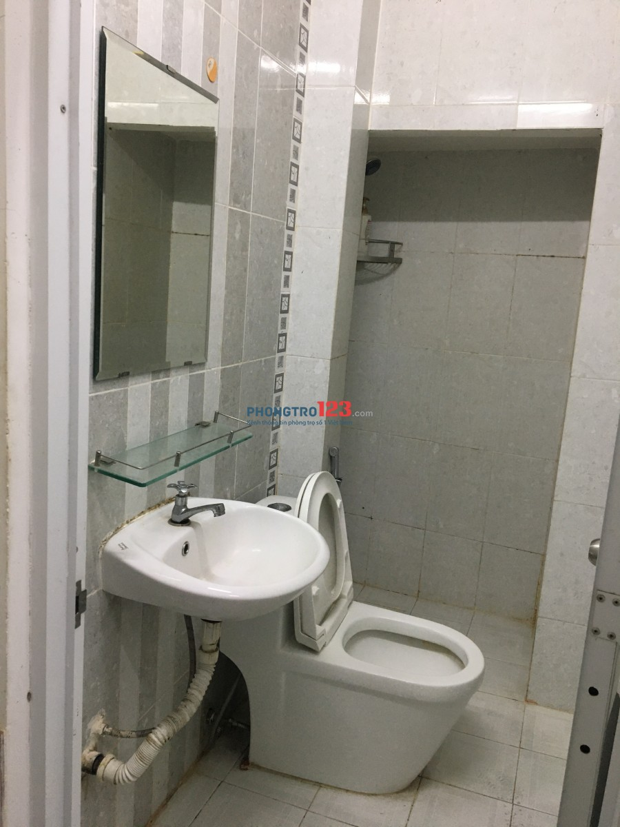 Nhà nguyên căn cho thuê hẻm cụt có 2 phòng ngủ 2 toilet sân thượng mái che