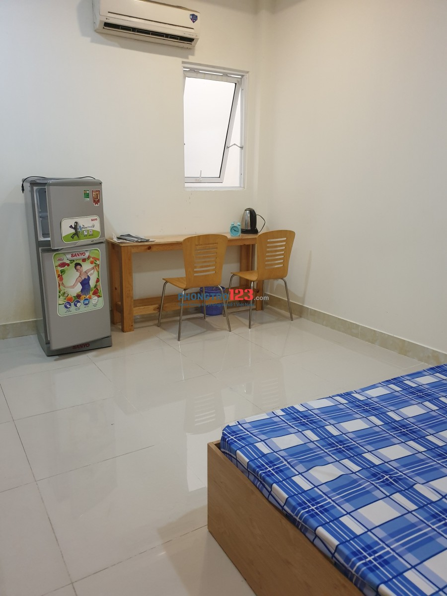 Phòng trọ cho thuê có trang bị nội thất cơ bản gần sân bay