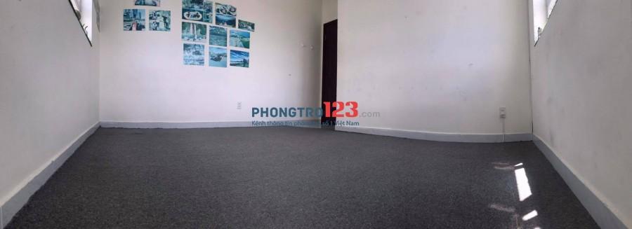 Cần cho thuê căn hộ tại chung cư Tân Phước - Lô C, ngay trung tâm Quận 11.
