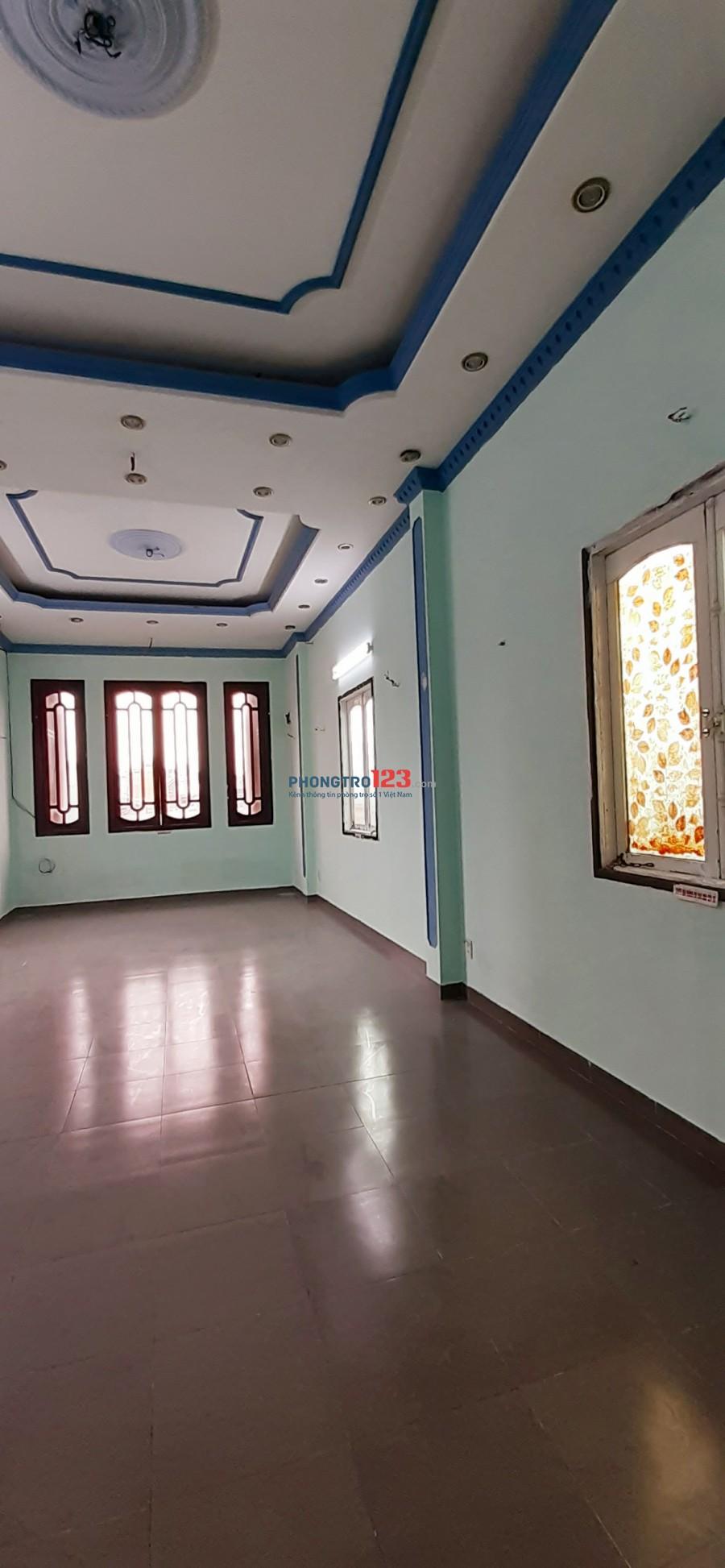 Phòng 50m2, WC RIÊNG, có cửa sổ, gần ĐH Hutech CS2, 716 Xô Viết Nghệ Tĩnh