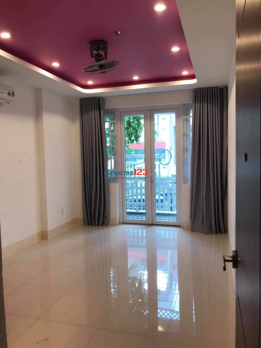 Phòng ban công sạch đẹp gần Lotte q7