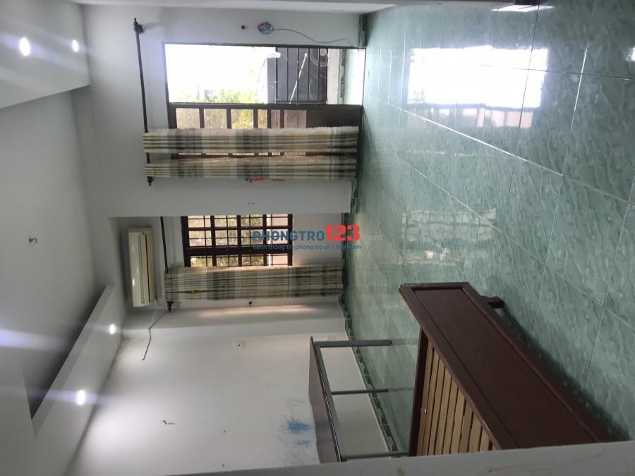 Cho thuê phòng trong nhà mặt tiền 18 Cao Đức Lân, Phường An Phú, Q2