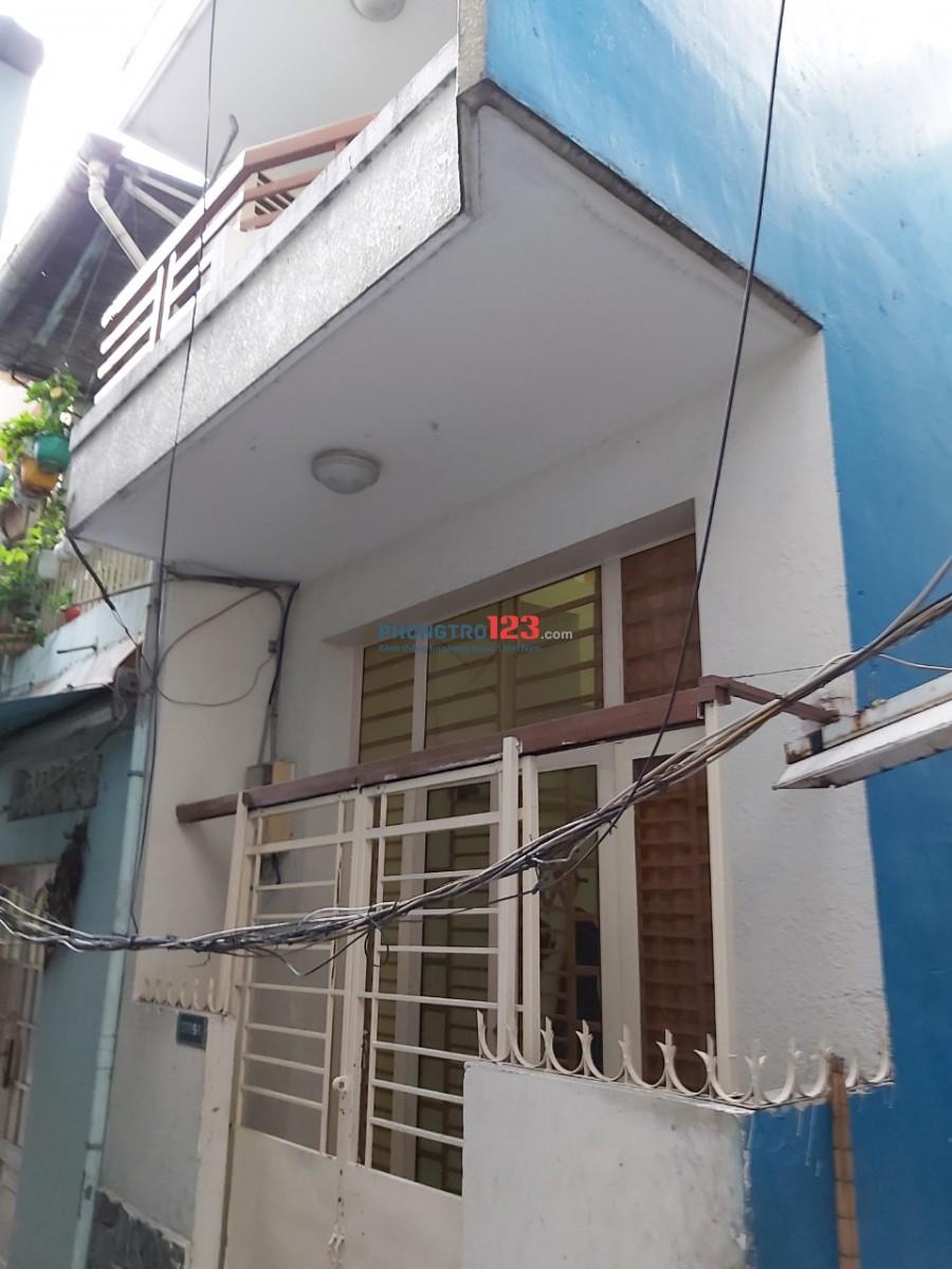 Cho thuê nhà nguyên căn có nội thất 1 trệt 3 lầu 3pn tại 150/58A Bến Vân Đồn P6 Q4