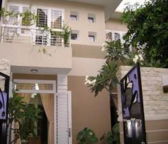 Mini villa / Biệt thự , Nhà mới sơn sửa lại 100%